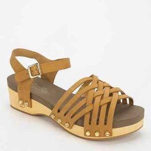 NIB Tan Strappy Nail Studs Wooden Platform Sandal